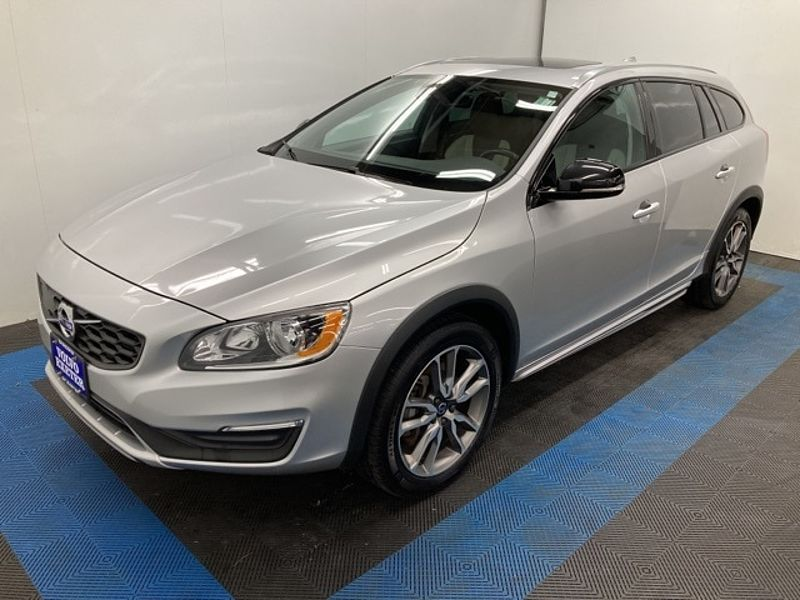 Volvo  V60 T5 AWD Cross Country